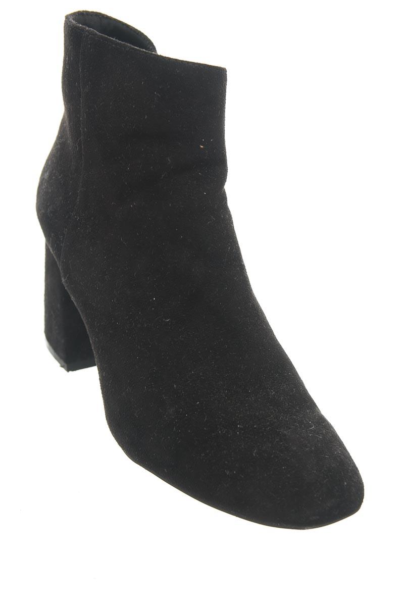 Zapatos color Negro - Stradivarius
