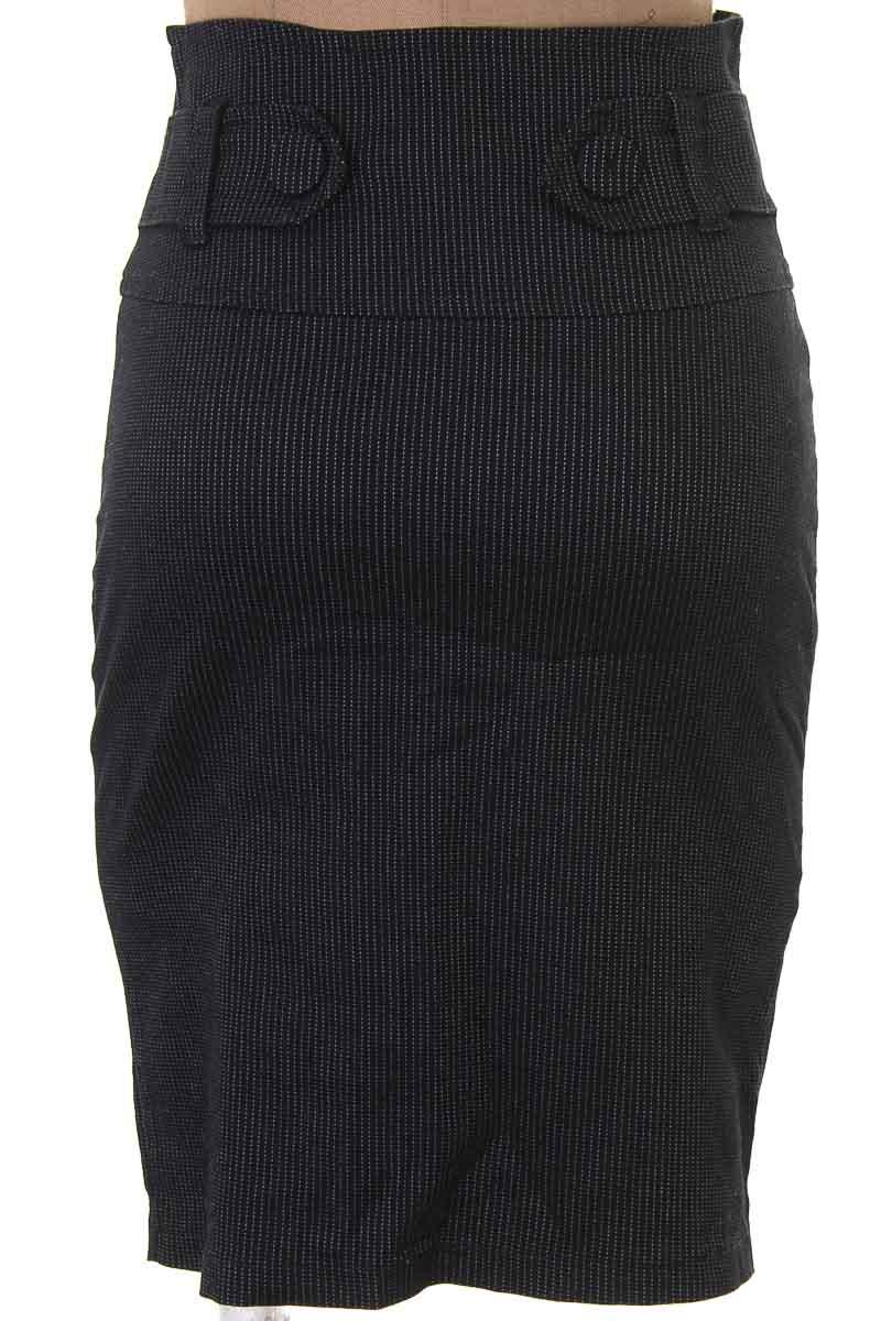 Falda Elegante color Negro - Duquezza