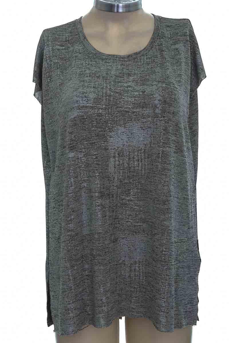 Top / Camiseta color Plateado - Chevignon