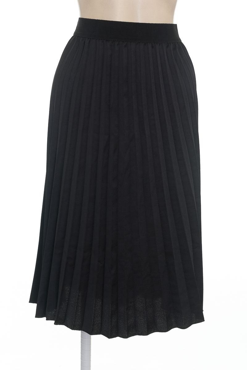 Falda color Negro - C by one