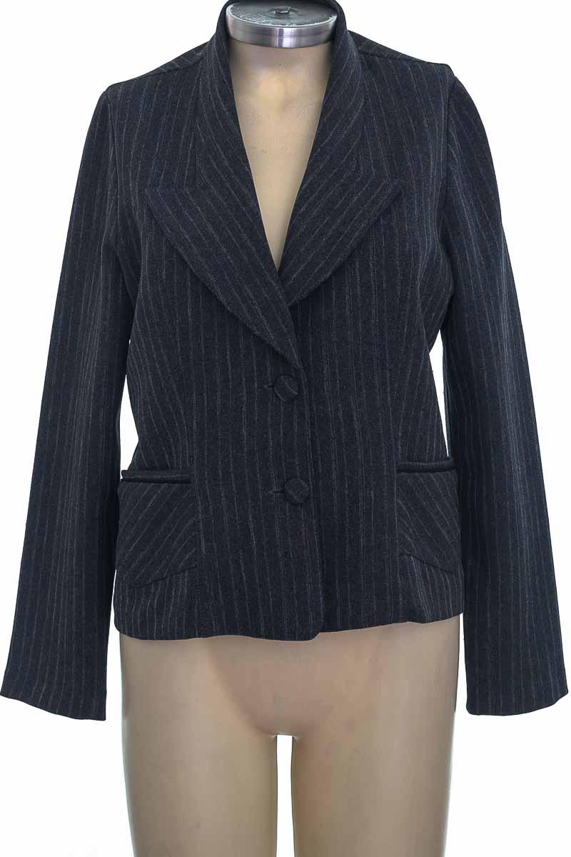 Chaqueta / Abrigo color Gris - Moda Fashion