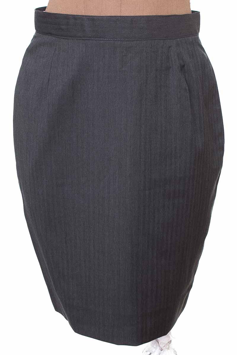 Falda Elegante color Gris - Closeando