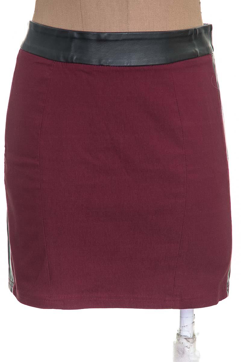 Falda Elegante color Vinotinto - Basement