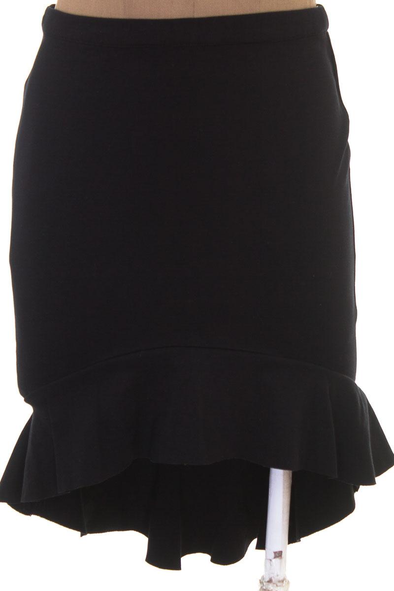 Falda Elegante color Negro - Forever 21