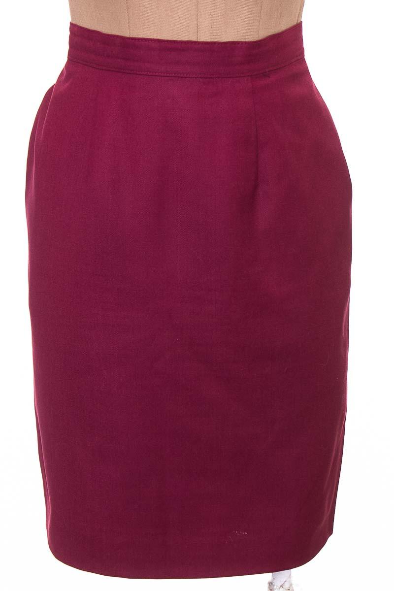 Falda Elegante color Vinotinto - Closeando