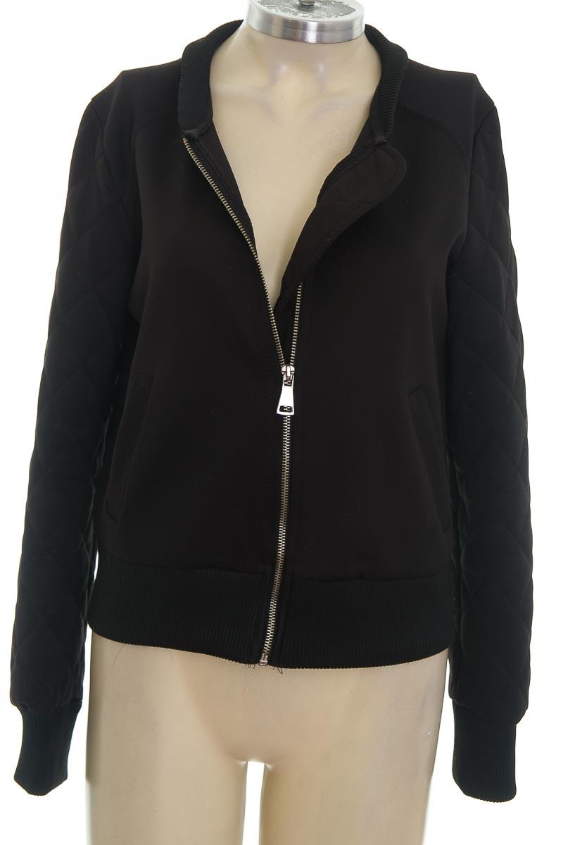 Chaqueta / Abrigo color Negro - Bershka