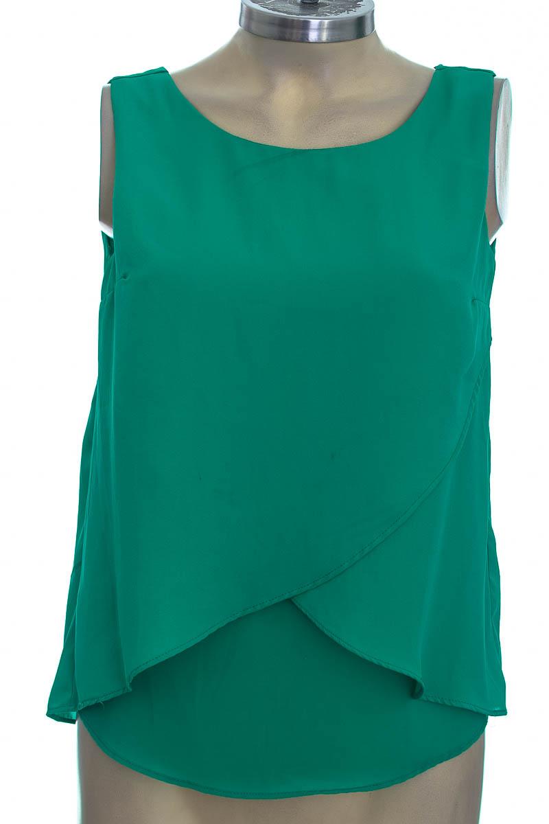 Top / Camiseta color Verde - Bershka