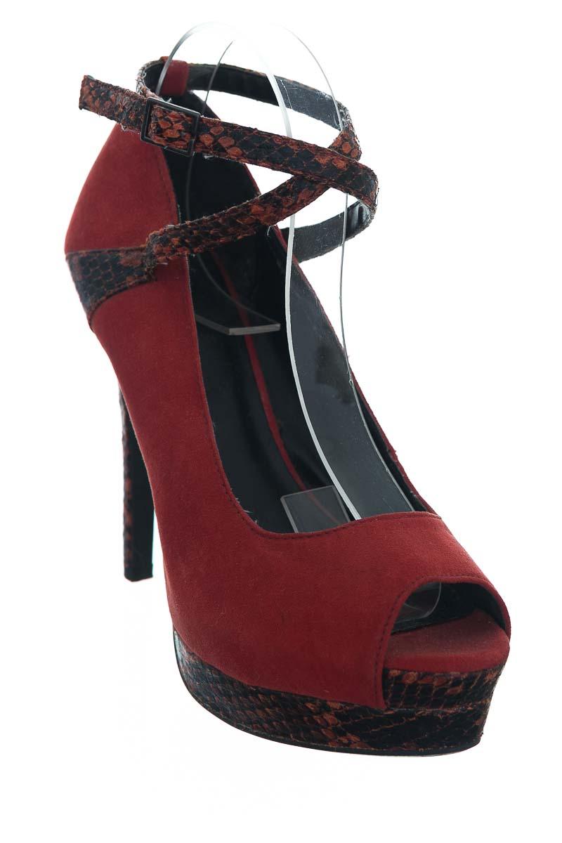 Zapatos color Rojo - D