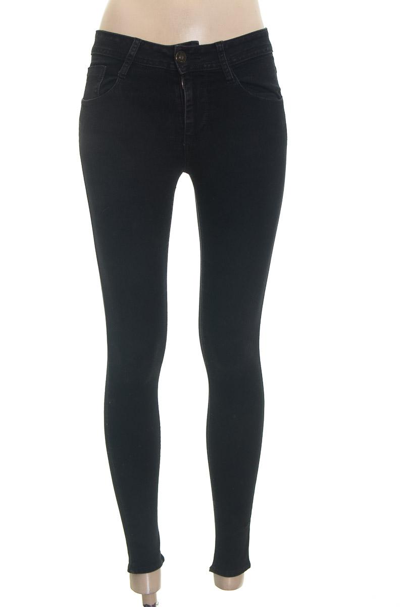 Pantalón color Negro - Chevignon