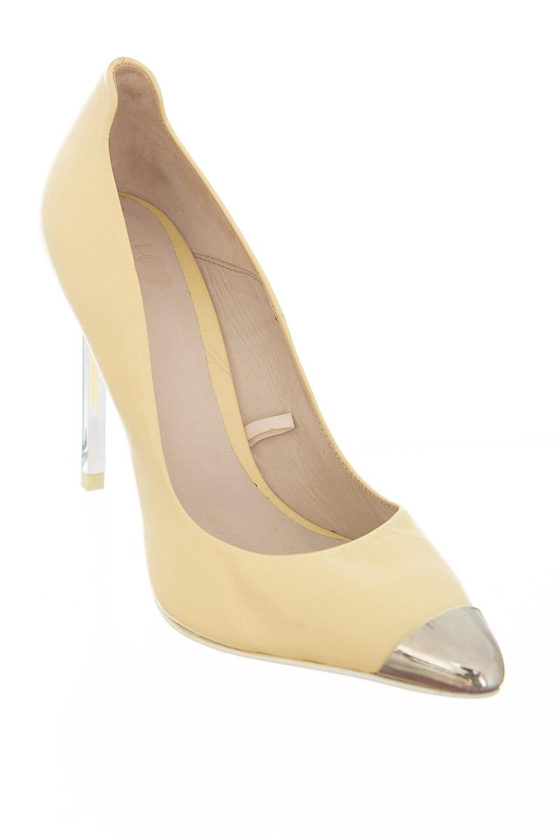 Zapatos color Amarillo - Zara