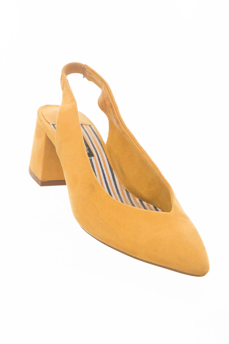 Zapatos color Amarillo - Stradivarius