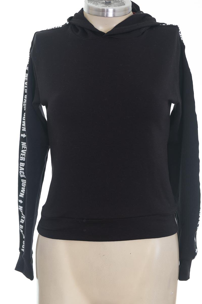 Sweater color Negro - Closeando