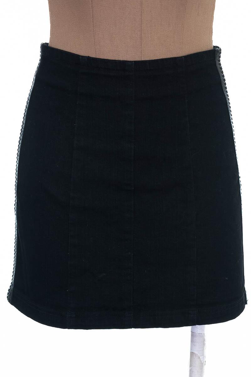 Falda Casual color Negro - Carmar