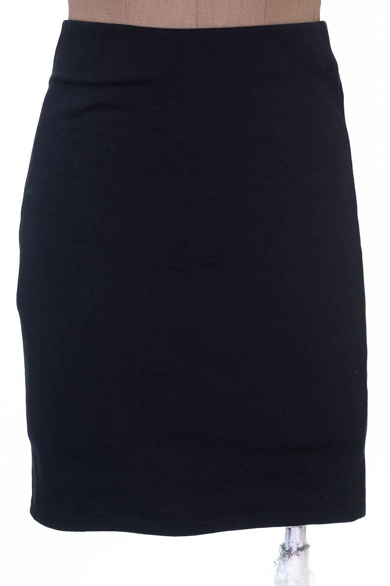 Falda Elegante color Negro - Wanitta
