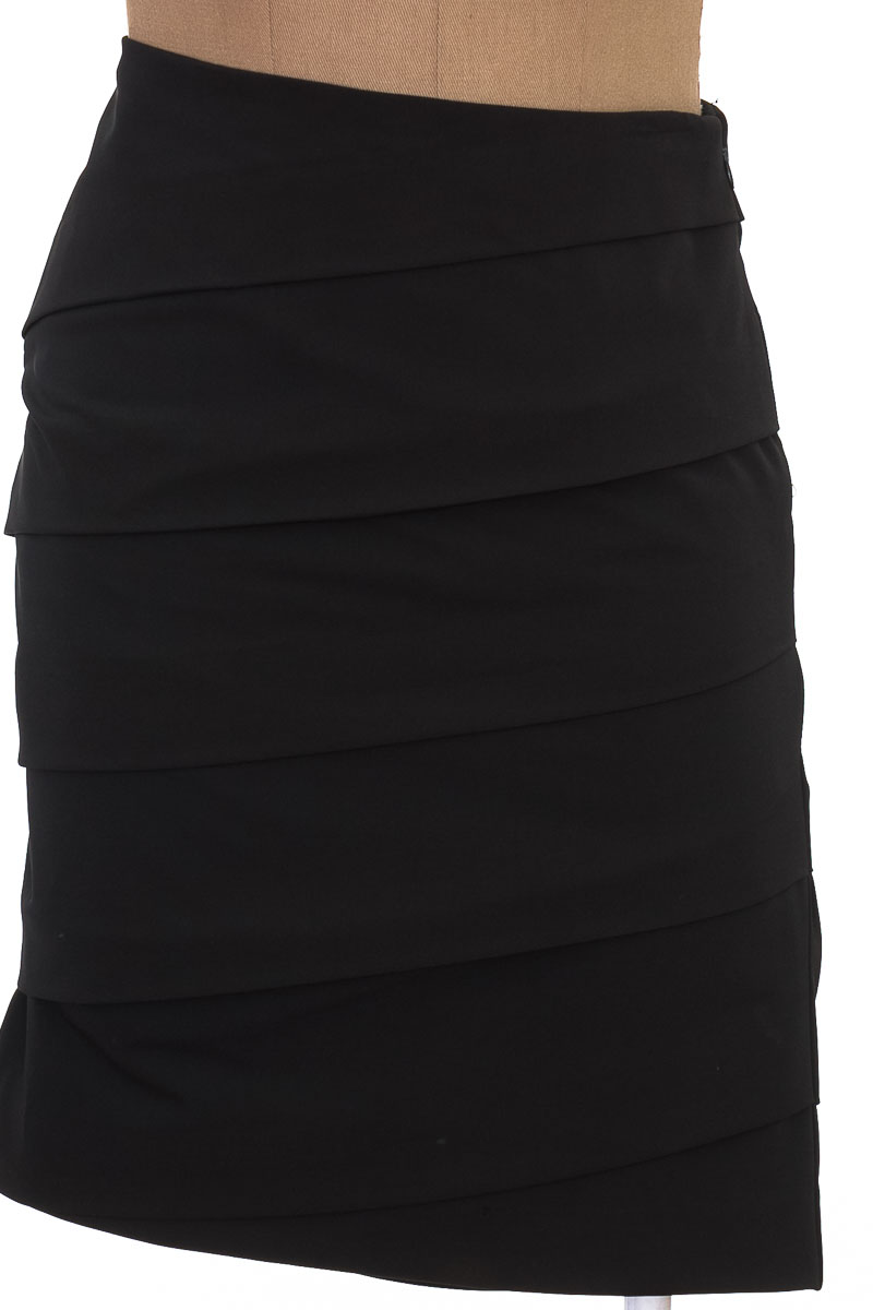 Falda Elegante color Negro - Fashionista